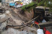 В Киеве в результате ливня поврежден мост на Телиги