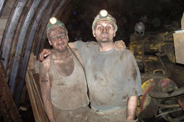 Самая высокая зарплата у тех, кто добывает полезные ископаемые.