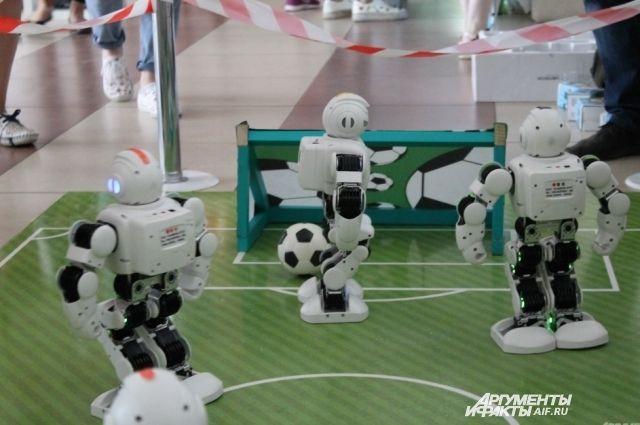 Сейчас робот-футболист забьет гол