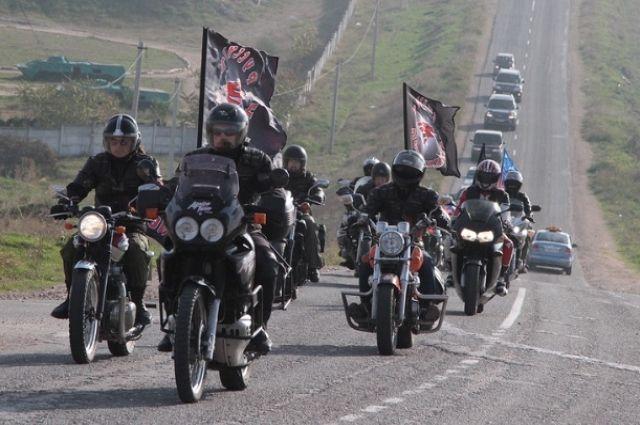Стартуют мотоциклисты 28 июля.