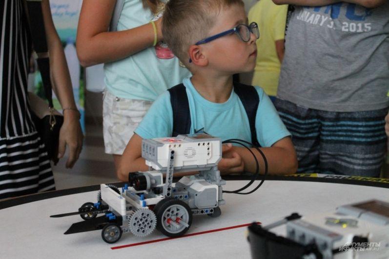 Посмотреть на роботов пришли дети всех возрастов