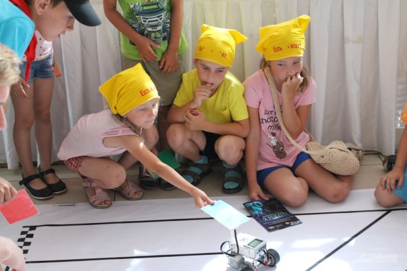 В соревнованиях, где роботы ходят по лабиринту, принимают участие даже девочки