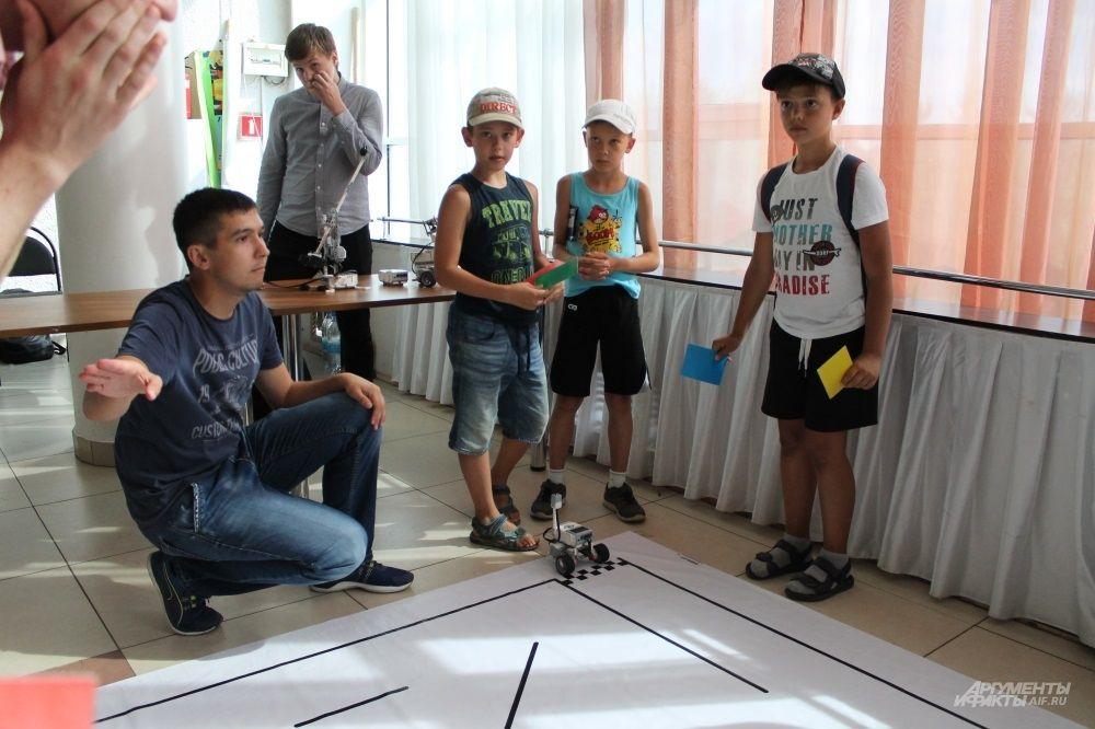 Соревнования, в котором роботы должны на скорость пройти лабиринт