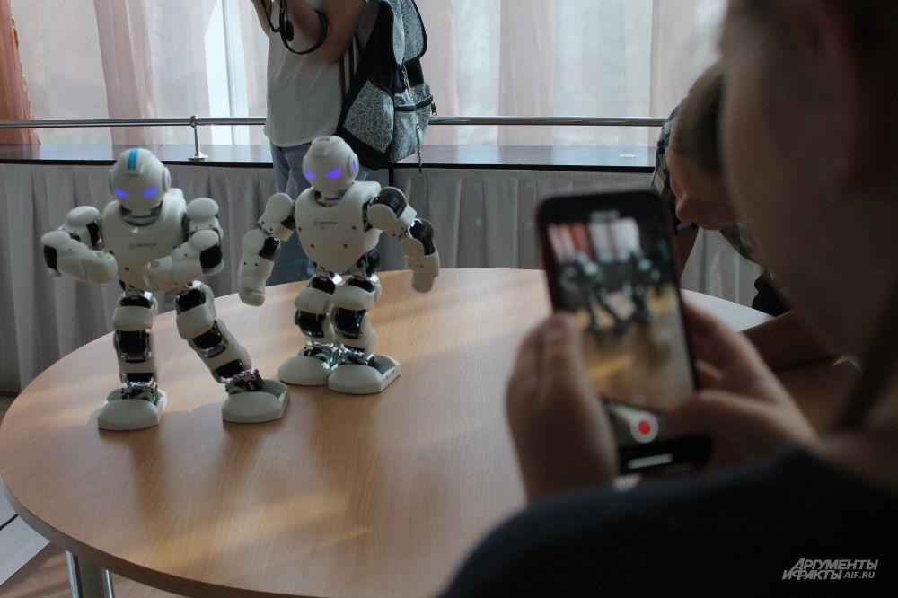 Танцующие роботы никого не оставили равнодушными