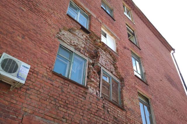 Деньги на ремонт дома поступят из резервного фонда.