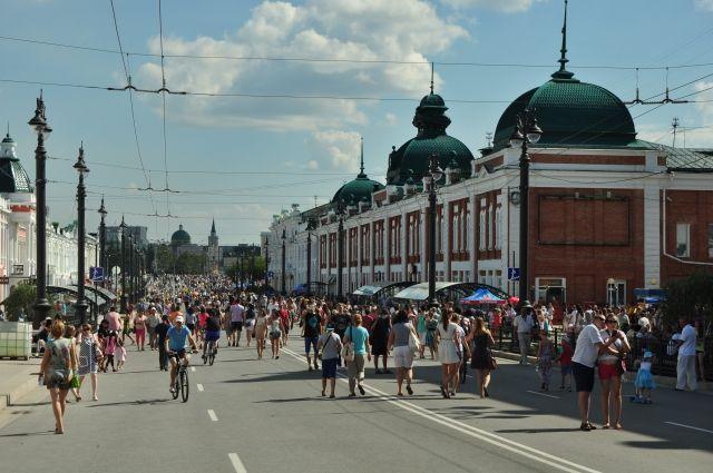 Любинский проспект в День города становится пешеходной зоной.