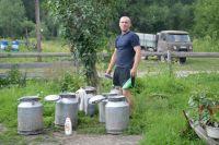 Городской житель Иван Копылов умело справляется с хозяйством.