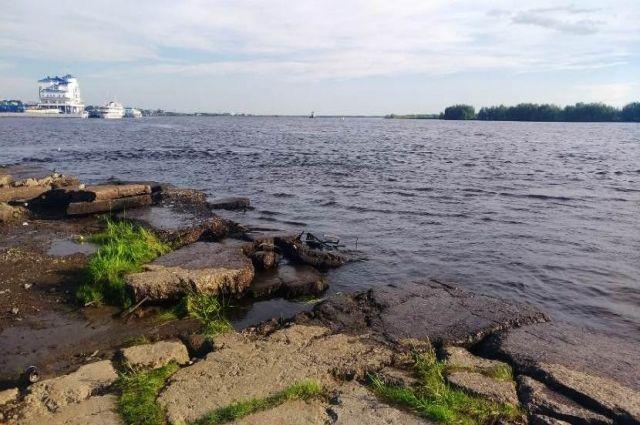 В Салехарде продолжается поиск женщины, утонувшей в реке Полуй