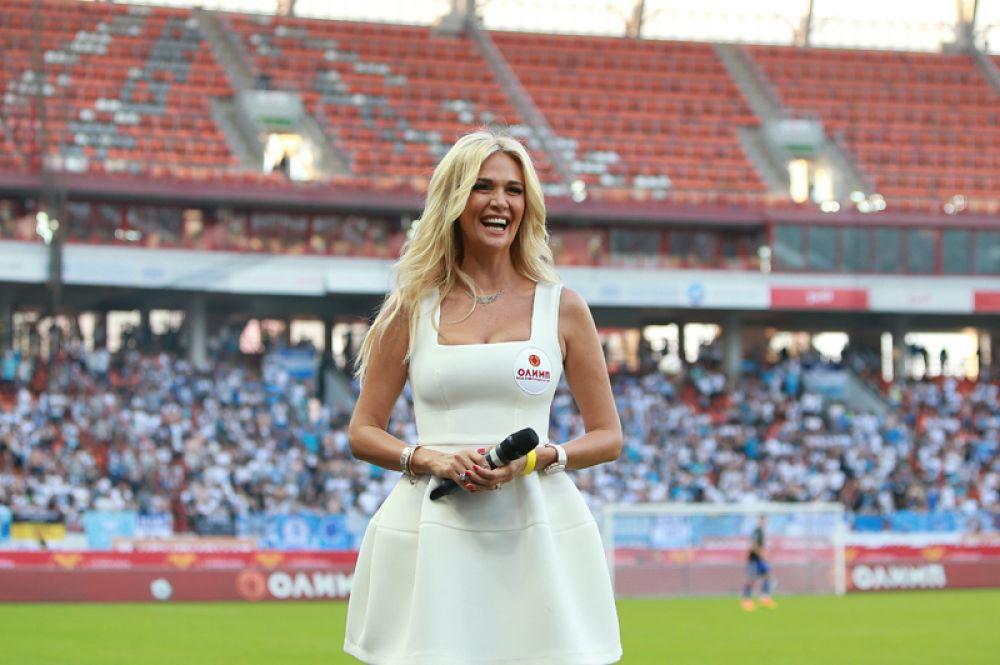 Виктория Лопырева на футбольном матче между командами ЦСКА и «Зенит». 2016 год.