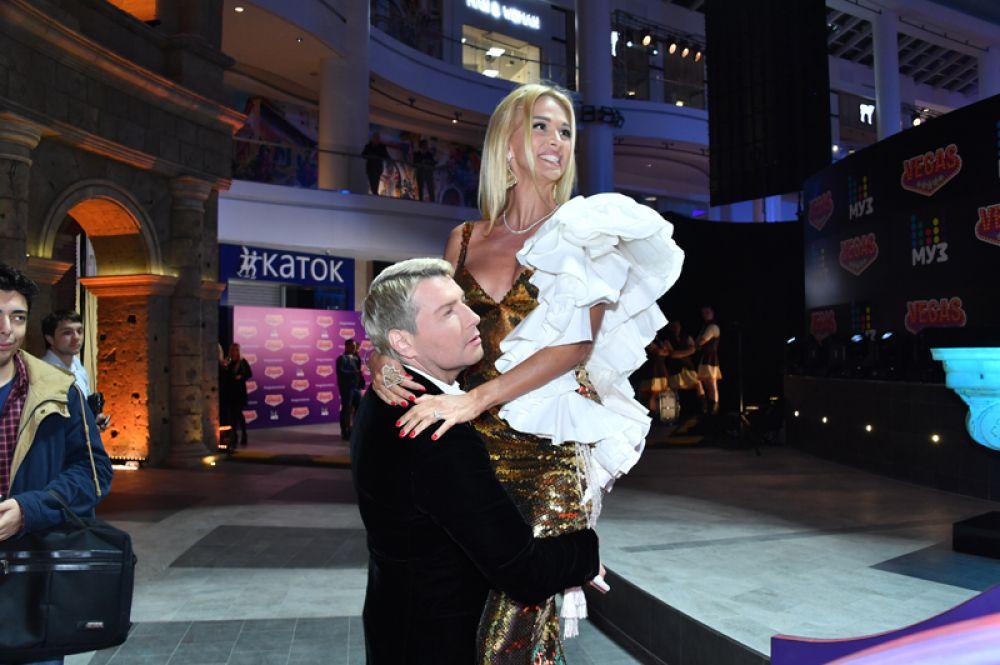 Виктория Лопырева и Николай Басков на открытии нового шопинг-молла в Кунцево. 2017 год.