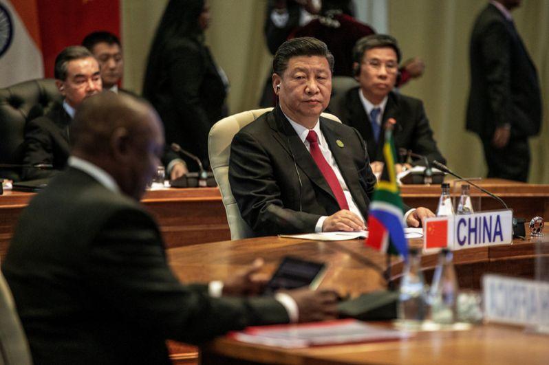 Председатель КНР Си Цзиньпин во время встречи лидеров БРИКС в узком составе.