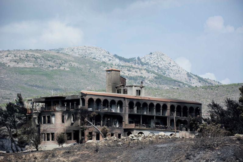 Сгоревший дом в деревне Мати.