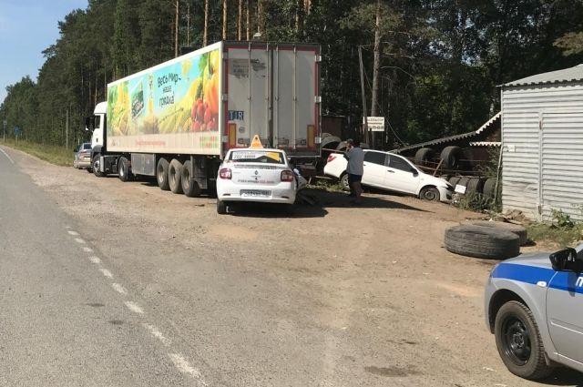 Травмы получил водитель Renault LOGAN и два пассажира, которые находились в его машине.
