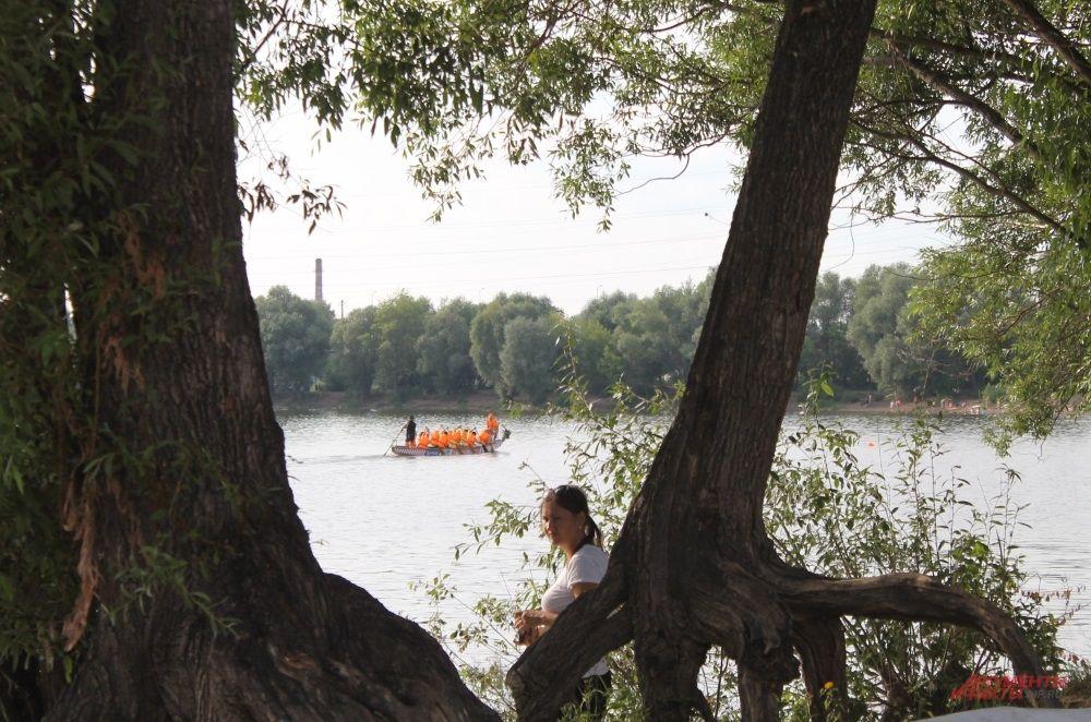Точка старта чуть в отдалении от места, где отчаливают лодки