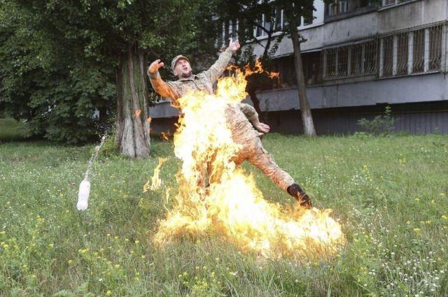 Бывший военный, который поджег себя, требует 120 тысяч гривен, - Минобороны