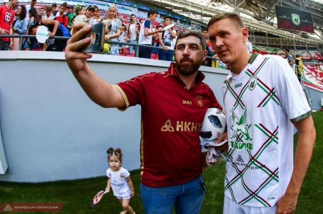 Футболисты «Рубина» встретились с болельщиками.