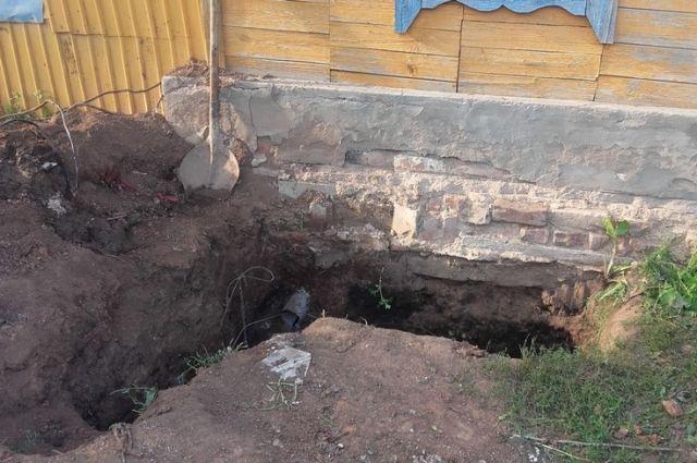Племянник в больнице: в Сорочинском округе мужчина погиб в выгребной яме.