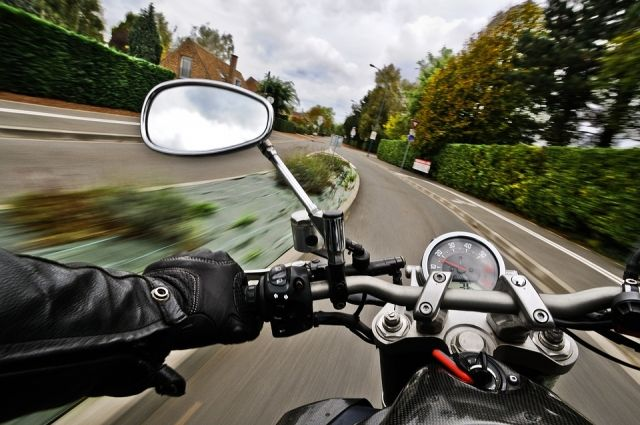 На загородной трассе, в районе Муравленко, пострадал мотоциклист