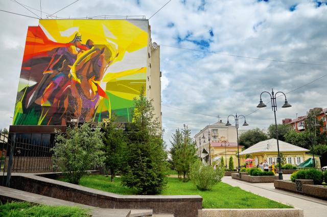 «Богатырь» на ул. Чокана Валиханова.