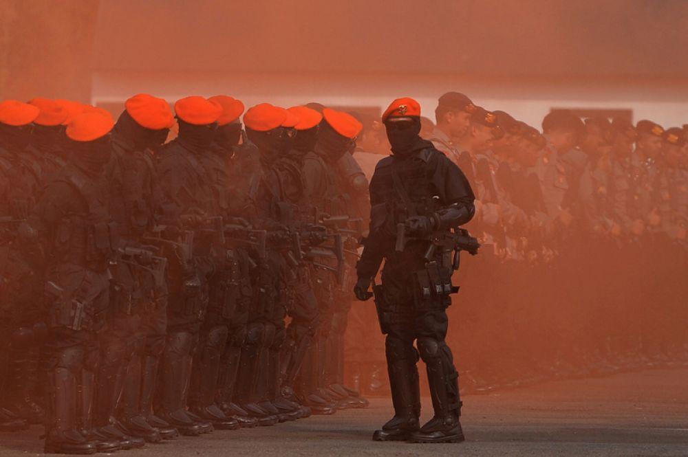Полиция и военные спецслужбы во время антитеррористической тренировки перед предстоящими Азиатскими играми в Джакарте, Индонезия.
