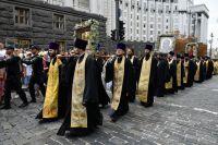 Священнослужители во время крестного хода в Киеве, организованного Украинской православной церковью Московского патриархата (УПЦ МП) по случаю дня Крещения Руси.