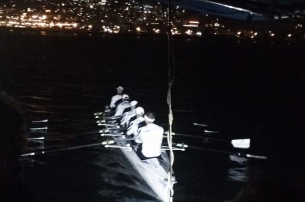 Донские спортсмены переплыли Черное море на лодке для прибрежной гребли, установив два мировых рекорда Гиннеса: «Самое быстрое прохождение 100 км по открытой воде» и «Самое большое расстояние, пройденное за 12 часов».