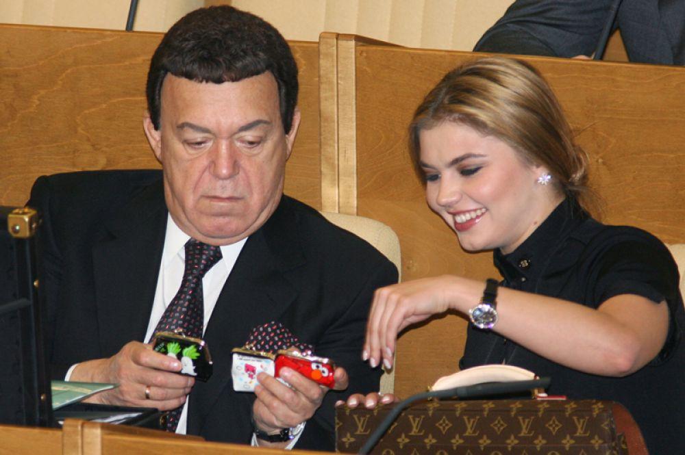 Депутаты Государственной Думы РФ Иосиф Кобзон и Алина Кабаева во время пленарного заседания Государственной Думы пятого созыва. 2008 год.