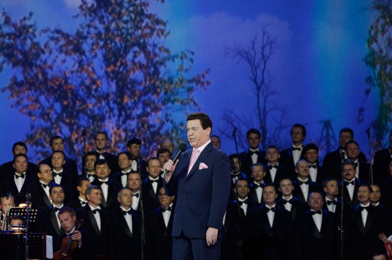 Народный артист СССР Иосиф Кобзон в Государственном центральном концертном зале «Россия» в Лужниках во время выступления на концерте в честь дня его рождения. 2009 год.