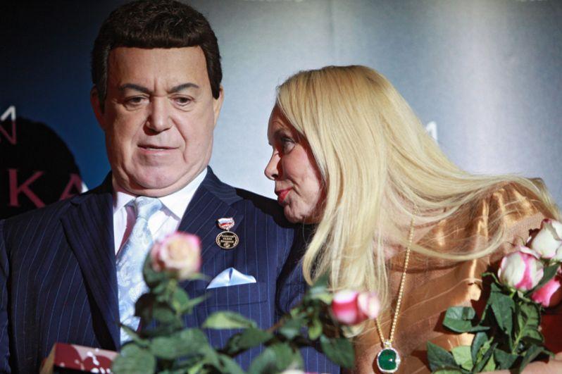 Иосиф Кобзон с супругой Нелли на торжественном вручении золотого Ордена Ленина выдающимся представителям в области отечественной и мировой культуры и спорта. 2010 год.