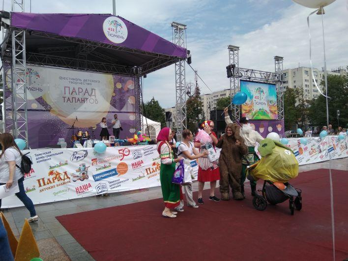 Тюменцы во всю отмечают День города.