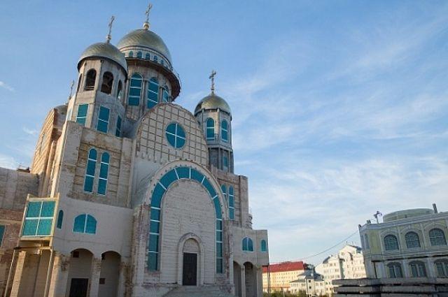 Строящийся собор в Салехарде посетил полпред Президента РФ в УрФО