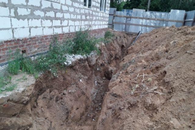 Во время работ произошло обрушение грунта.