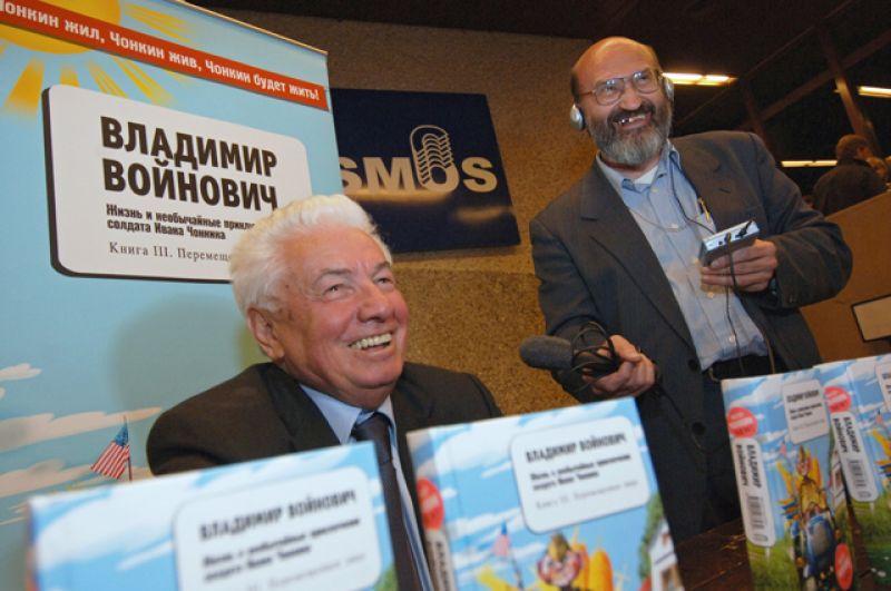 Владимир Войнович напрезентации новой книги «Перемещенное лицо» итворческом вечере вчесть 75-летия.