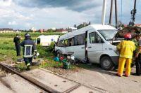 Под Черновцами невнимательный водитель столкнулся с поездом: погибли пассажиры