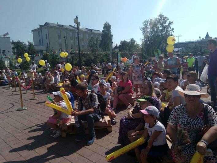 Мультфильмы под открытым небом в сквере Борцов революции.