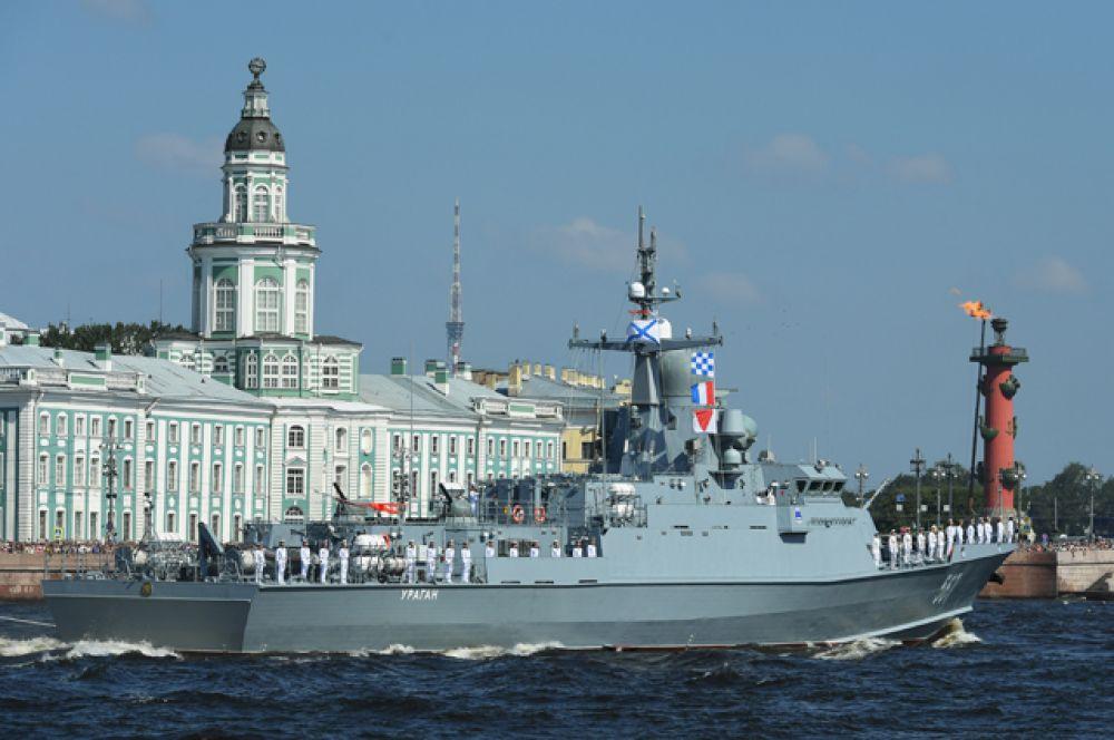 Малый ракетный корабль «Ураган» наглавном военно-морском параде вСанкт-Петербурге