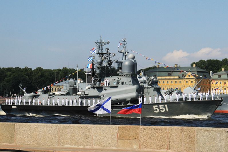 Зрители увидели самые современные и надежные корабли Балтийского и Северного флотов.