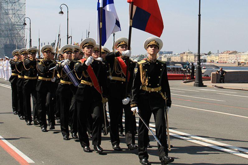 Сегодня на всех флотах ВМФ РФ чествуют военных моряков.