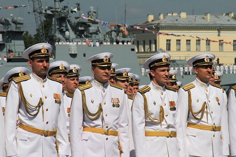 Главный военно-морской парад, посвященный Дню ВМФ России, прошел в исторической части Санкт-Петербурга.