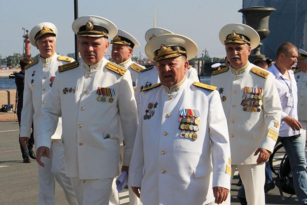 Владимир Путин поздравил моряков и сказал, что «вот уже более трёх столетий отечественный флот утверждает статус России как мощной морской державы».