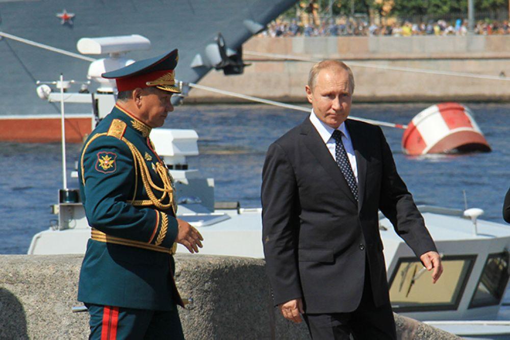 Президент России Владимир Путин поздравил моряков с Днём военно-морского флота.