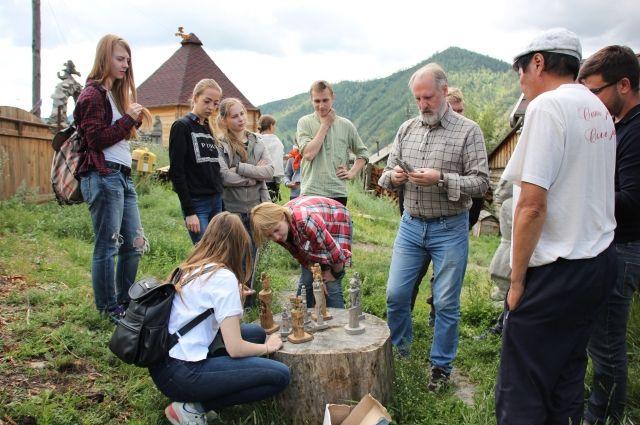 В живых национальных поселках процветают традиционные промыслы, жив дух народа...