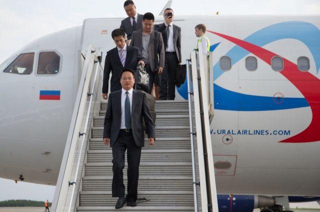 Первый за долгое время прямой авиарейс привёз в Челябинск большую китайскую делегацию.