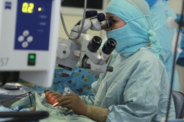 В Тюмени врачи вернули зрение мужчине, пострадавшему при ремонте машины