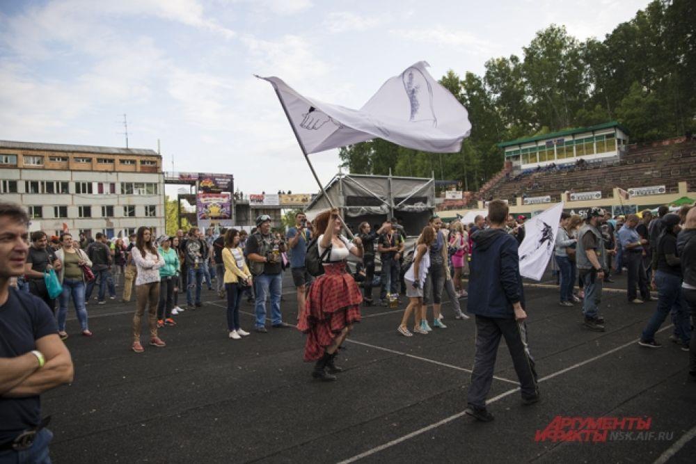 Кроме всего прочего на фестивале прошли  соревнования: по маневрированию, медленной езде и трюкам (стантрайдингу).   Фанатам тоже было чем заняться.