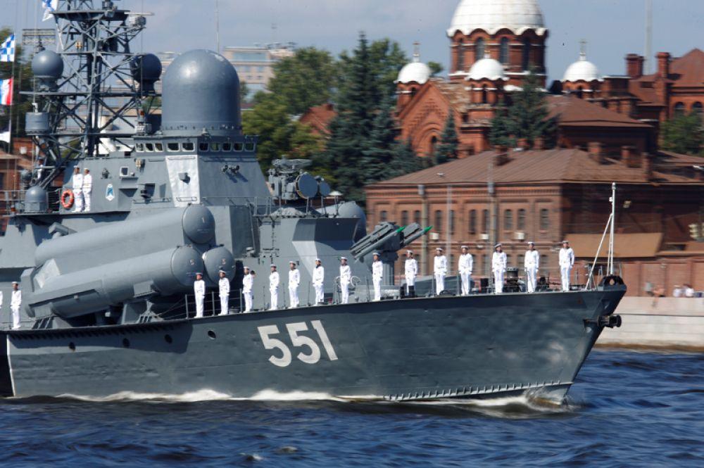 Малый ракетный корабль «Ливень» на главном военно-морском параде в Санкт-Петербурге.