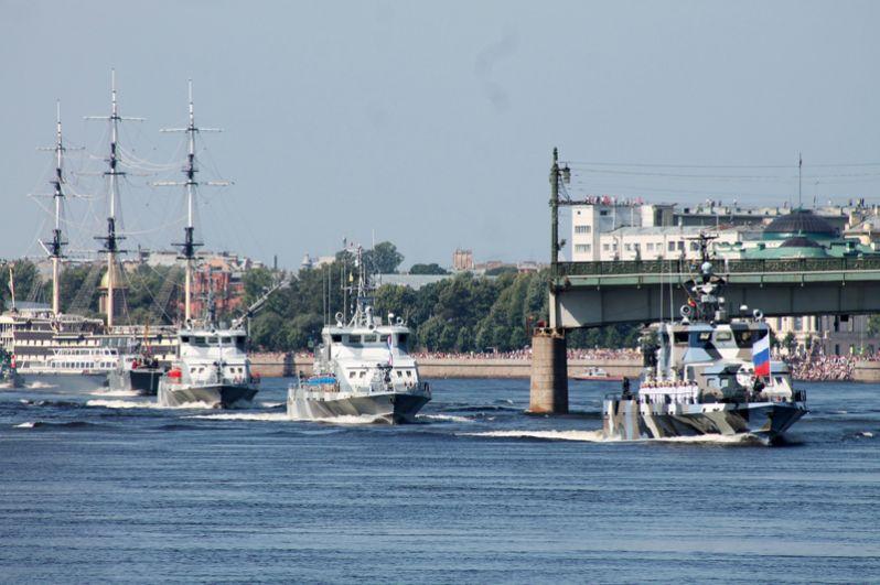 Корабли ВМФ России на главном военно-морском параде в Санкт-Петербурге.
