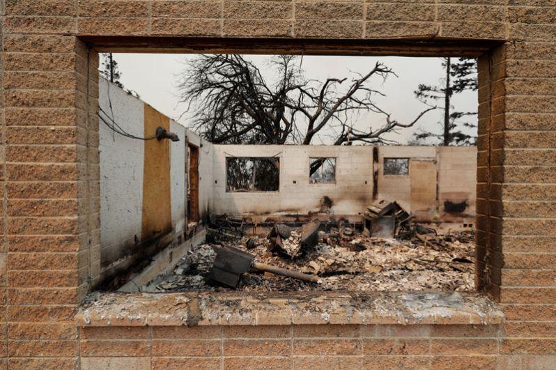 Сгоревший дом в Реддинге.