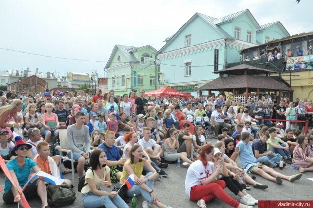 День Молодёжи праздновали во Владимире в 60-й раз. Но впервые - на Соборной площади.