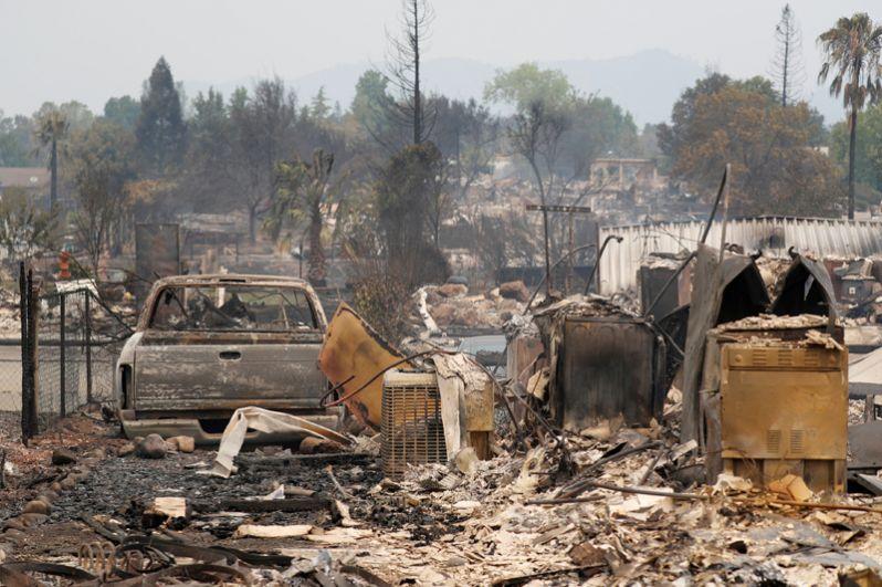 Сгоревший жилой район к западу от Реддинга.